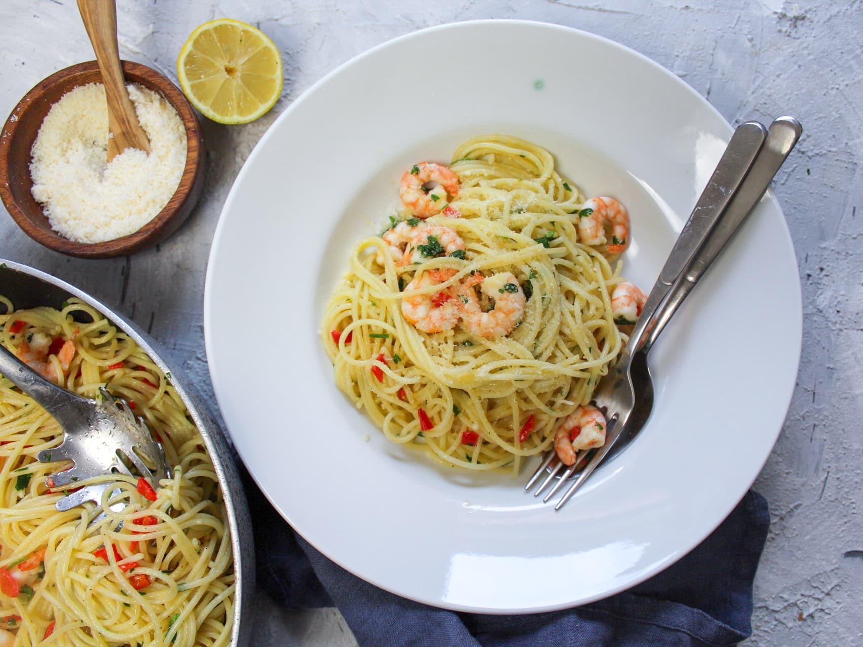 Spaghetti Olio e Aglio mit Garnelen und Chili